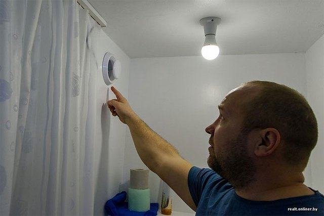 Vào mùa đông lạnh giá, ngôi nhà sử dụng khí đốt thiên nhiên và điện để sưởi ấm.