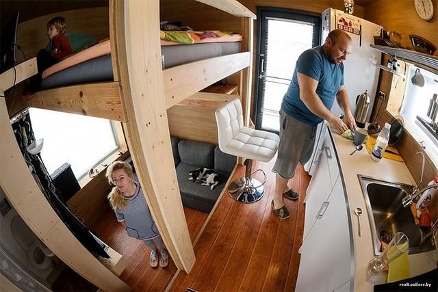 Mặc dù sở hữu không gian rất nhỏ nhưng nhờ thiết kế thông minh, sắp xếp khoa học cả gia đình hoàn toàn có thể sống một cuộc sống thoải mái.