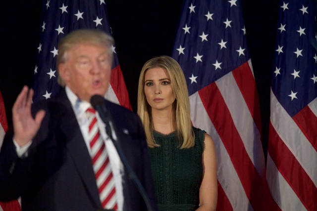 Ivanka Trump trong một bài phát biểu của cha trong chiến dịch tranh cử ở Aston, Pennsylvania vào 13/9/2016. Ảnh: Getty Images.