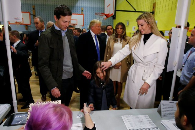 Ivanka Trump cùng chồng và con gái tại New York vào đêm bầu cử 8/11/2016. Ảnh: Thomson Reuters