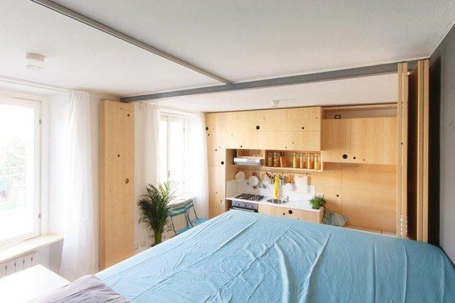 Không gian ngôi nhà thoáng sáng nhìn từ phòng ngủ.