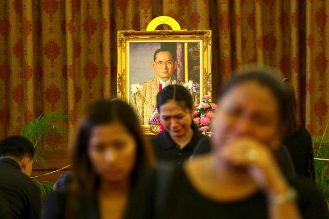 Dòng nước mắt tiếc thương chưa vơi đi trên gương mặt người dân Thái.