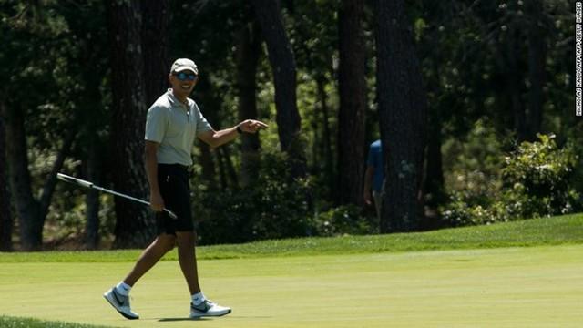 Ông Obama chơi golf tại câu lạc bộ Farm Neck ở Massachusetts tháng 8/2016. Ảnh: AFP/Getty.