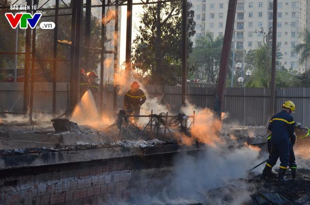 Hà Nội: Cháy lớn tại khu đất 700m2 gần khu biệt thự đường Võ Chí Công - Ảnh 4.