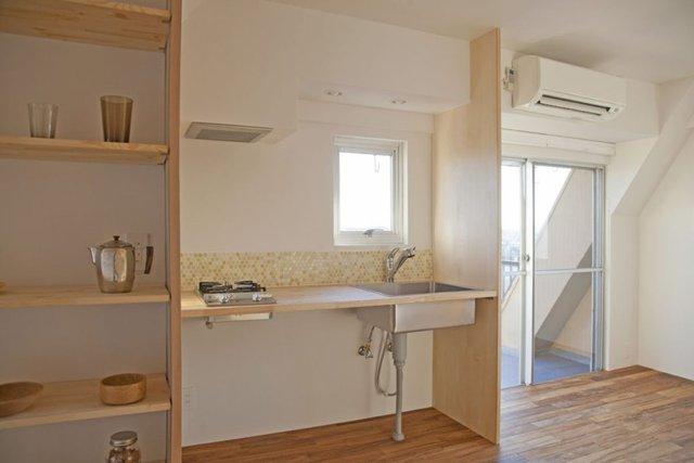 Những món đồ nội thất nhà bếp của người Nhật thường sử dụng các chất liệu gỗ tự nhiên với thiết kế nhỏ nhắn, thanh mảnh. (Ảnh Pinterest).
