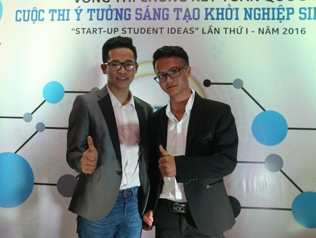 Hai chàng trai sáng lập ứng dụng tungtung.vn - một sản phẩm cung cấp dịch vụ giáo dục. Ảnh: Nguyễn Thảo