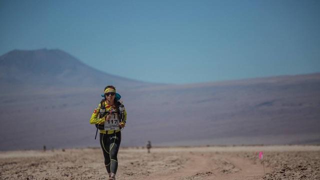 Phương Thanh đi bộ 1.000 km để vượt qua 4 sa mạc.
