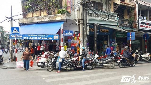 Giá nhà mặt đường tại phố cổ Hà Nội đắt ngang ngửa với Paris hay Tokyo.