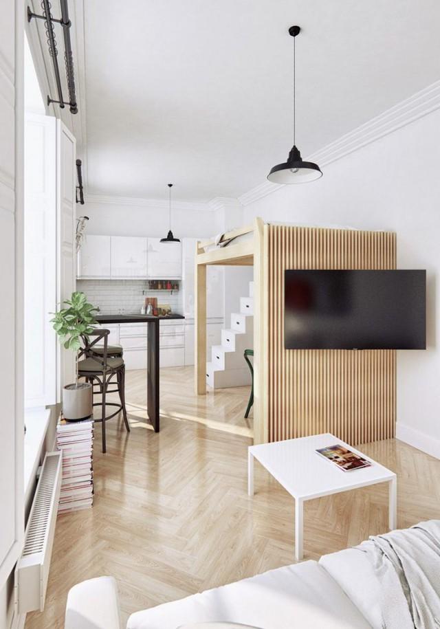 Với diện tích hạn chế, chủ nhà đã khéo léo chọn lựa sofa có kích cỡ nhỏ nhắn cùng bàn trà mỏng nhẹ dễ dàng di chuyển khi không cần thiết. Hệ làm bằng gỗ đối diện là nơi lý tưởng để bố trí tivi.