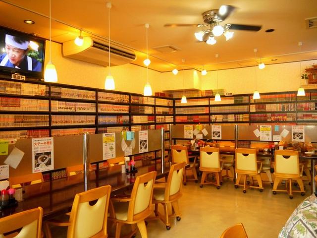 Một tiệm cà phê Internet tại Nhật Bản, nơi khách phải trả tiền để sử dụng Wifi.