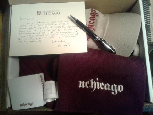 9x còn nhận được một bức thư tay và món quà từ ban tuyển sinh