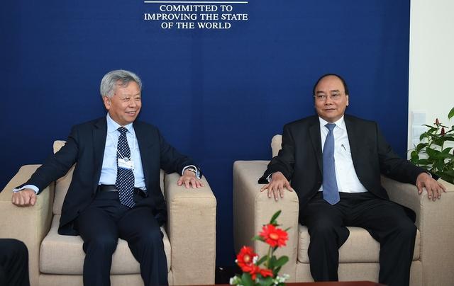 Thủ tướng Nguyễn Xuân Phúc tiếp Chủ tịch Ngân hàng Đầu tư cơ sở hạ tầng châu Á (AIIB) Kim Lập Quần. Ảnh: VGP/Quang Hiếu