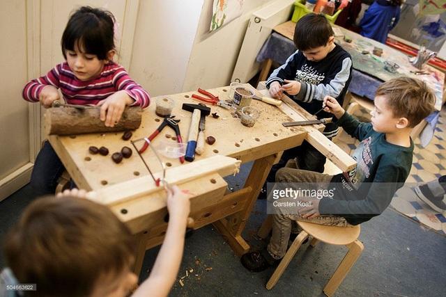 Trẻ em Đức làm việc nhóm.