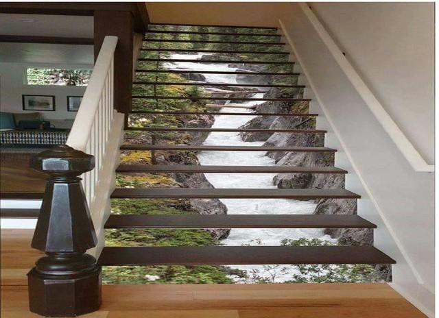 Những bậc lên xuống nối giữa các không gian sẽ trở nên sinh động và cuốn hút hơn với bức trang dòng suốt tuyệt đẹp này.