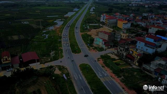 Người dân sinh sống quanh khu vực thôn Liêu Trì, Mê Linh cho biết. Mặc dù tuyến đường đã được hoàn thành và thông xe một năm, nhưng hệ thống đèn điện hoàn toàn không hoạt động khiến giao thông ở đây rất khó khăn khi trời tối.