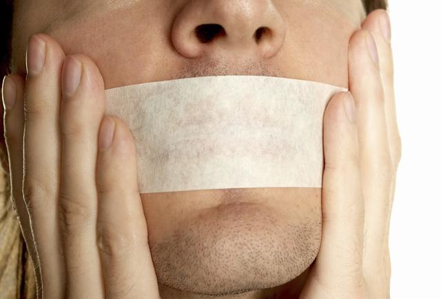 Hãy thận trọng hơn trong lời nói của mình.