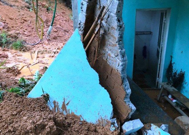 Nhà dân tại huyện Lang Chánh bị lở sau bão