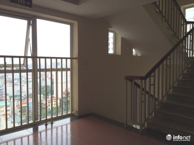 Theo bà Nguyễn Thị Nhã, Trưởng BQT cư dân thì phương án PCCC mà chủ đầu tư đưa ra sẽ che mất một nửa cửa sổ hành lang này và chiếm diện tích chung nên các cư dân không đồng ý.