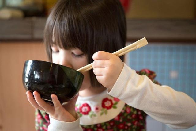 Ở Nhật Bản, ngay cả trẻ em cũng được dạy phải tiết kiệm đồ ăn thức uống.