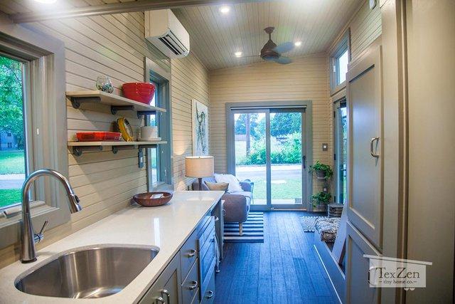 Diện tích tuy nhỏ nhưng ngôi nhà vẫn bảo đảm đầy đủ các không gian chức năng từ phòng khách, bếp, phòng tắm và khu vực nghỉ ngơi.