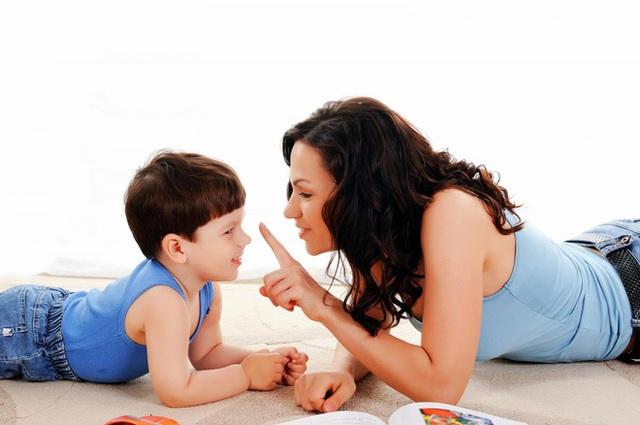Thành thật và giữ chữ tín luôn là yếu tố cần thiết để xây dựng các mối quan hệ, trong đó có cả quan hệ giữa cha mẹ và con cái. (Ảnh minh họa).