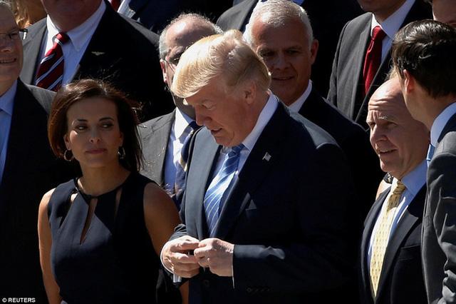 Tổng thống Donald Trump hiện đang bận với lễ kỷ niệm 70 năm Hội đồng An ninh Quốc gia tại Washington, Mỹ nên không thể tham gia được.