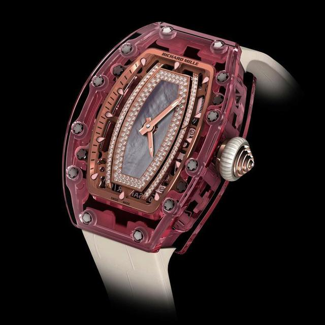 Mẫu RM 07-02 Pink Lady có một bộ chuyển động phức tạp nằm gọn trong bộ vỏ sapphire hồng nguyên khối