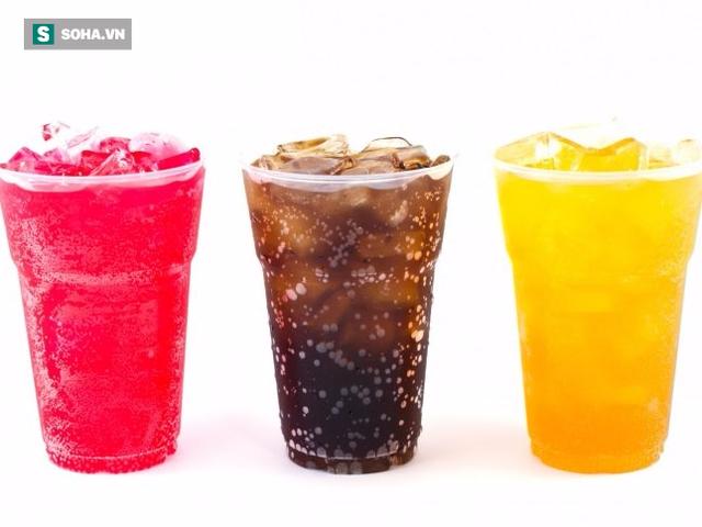 Các loại nước ngọt có ga không phải là lựa chọn tốt đối với những người có tiền sử mắc bệnh dạ dày. (Ảnh minh họa).