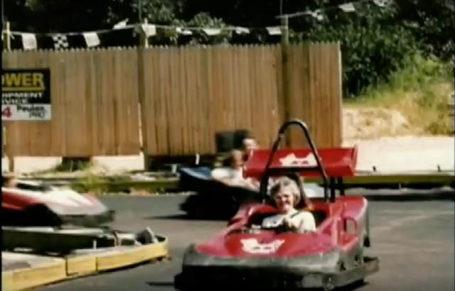 Người mẹ thân yêu của Giáo sư Pausch chạy xe đua vào sinh nhật lần thứ 70 của bà.