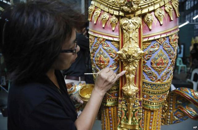 Nhiều bức tượng mô phỏng các nhân vật trong một số truyện thần thoại cũng sẽ được bố trí tại khu vực Đài hoá thân.