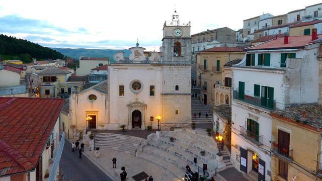 Thị trấn đã được tân trang và mở cửa cho các tour du lịch có hướng dẫn.