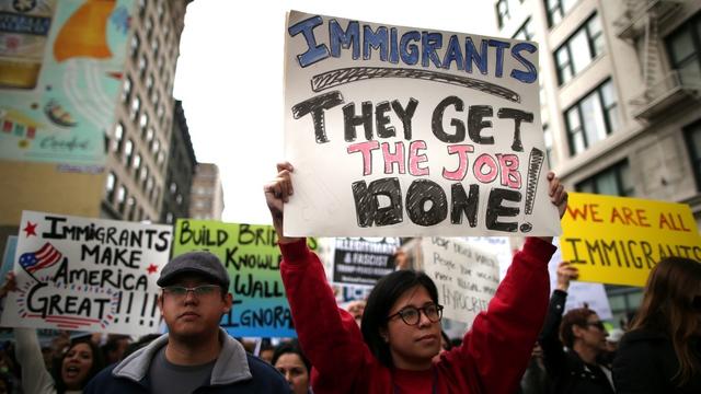 Người dân Mỹ phản đối các chính sách đối với dân nhập cư của Trump.