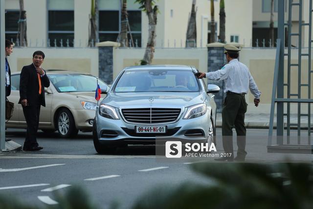 Vào khoảng 6h30 sáng 10/11, xe ô tô chở Đại sứ Nga tại Việt Nam Konstantin Vnukov đã tiến vào sân bay Đà Nẵng, sẵn sàng đón tổng thống Vladimir Putin đến dự APEC