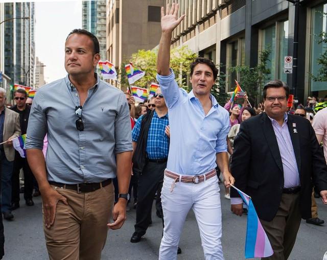 Trudeau thực sự rất thích chơi màu với những bộ cánh thường ngày.