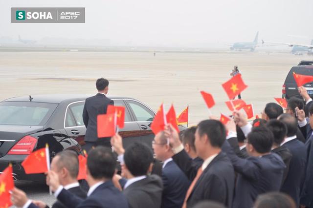 Xe của Chủ tịch Trung Quốc bắt đầu rời sân bay Nội Bài