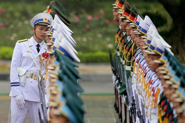 Đội danh dự Quân đội Nhân dân Việt Nam trong lễ đón Tổng thống Trump ở Hà Nội, ngày 12/11.