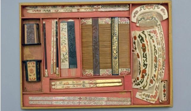Bộ dụng cụ làm tóc được trưng bày ở Bảo tàng Cố cung.