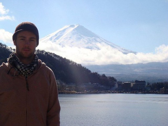 Chụp trước núi Phú Sĩ ở Nhật Bản