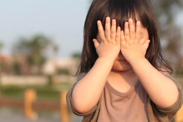 Phần lớn trẻ tự ti có biểu hiện dễ dàng bỏ cuộc, không chịu cầu tiến vì chúng cho rằng, tại bản thân mình không tốt nên dù có nỗ lực thế nào cũng không thể khá hơn được (Ảnh minh họa).