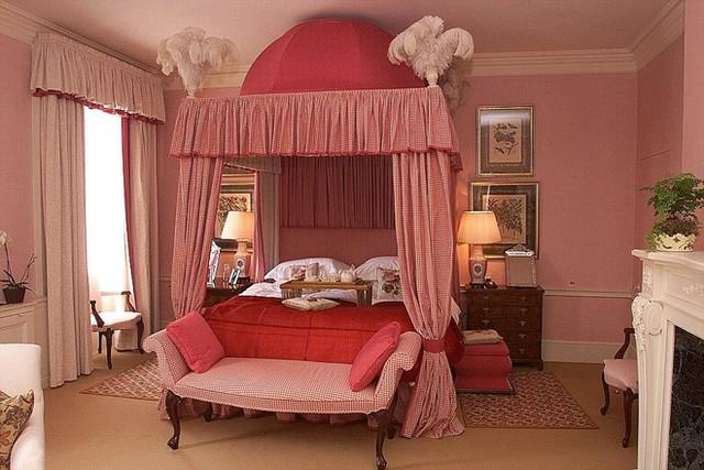 Căn biệt thự có tới 10 phòng ngủ, trong khi gia đình ông Vương chỉ có 3 người.