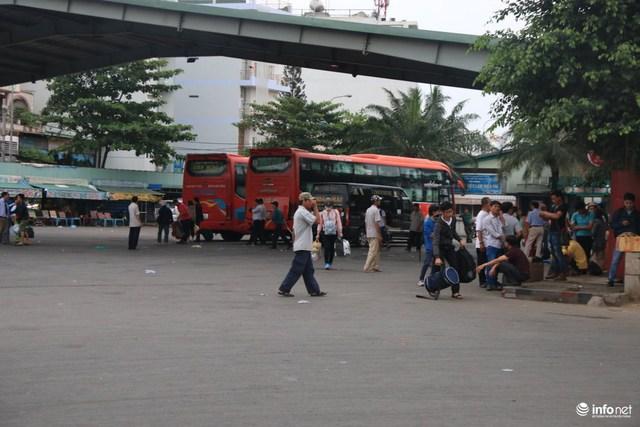 Một tuyến xe khách các từ các tỉnh Nam Trung Bộ : Khánh Hòa, Phú Yên,  Bình Thuận ...vừa cập bến trả khách