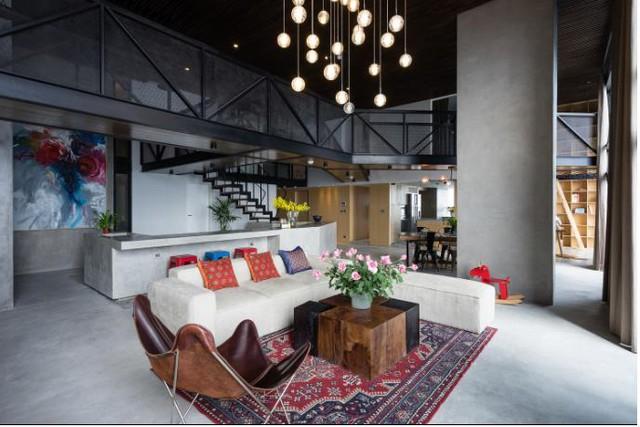 Khu vực phòng khách rộng được chủ nhà ưu ái dành vị trí thoáng và đẹp nhất trong nhà.