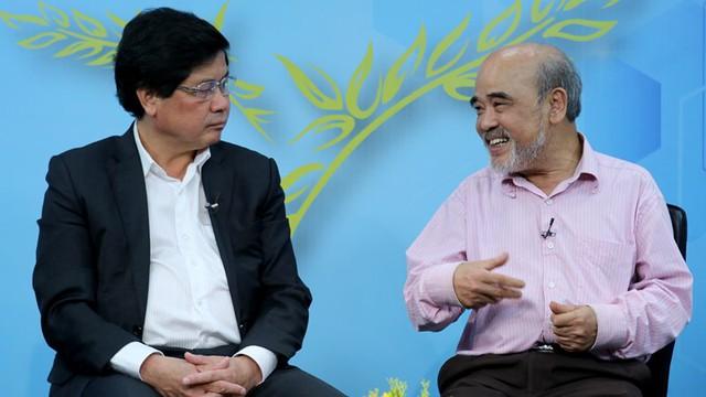 Thứ trưởng Bộ Nông nghiệp và phát triển nông thôn Lê Quốc Doanh và GS Đặng Hùng Võ chia sẻ về mở rộng hạn điền tại Góc nhìn thẳng (ảnh: Lê Anh Dũng)