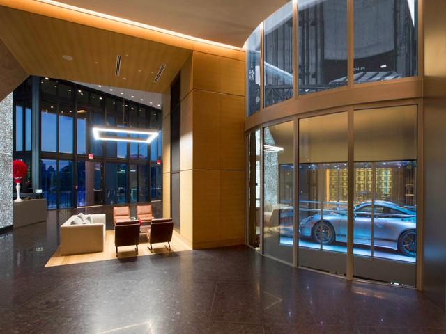 Điểm nổi bật trong tòa nhà này đó là nó cho phép các tỷ phú di chuyển xe lên đúng căn hộ họ mua.