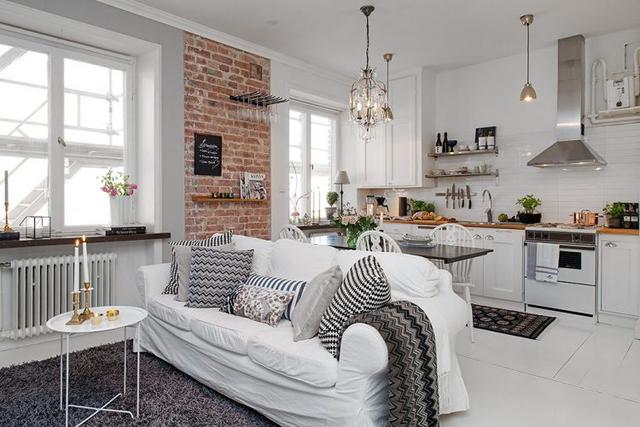 Không gian rộng, nhiều ánh sáng từ cửa sổ và ban công giúp phong cách Scandinavian trở nên nổi bật và ấn tượng hơn trong mắt khách vào nhà.