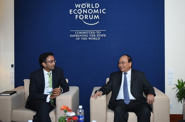 Thủ tướng Nguyễn Xuân Phúc tiếp Giám đốc toàn cầu Tập đoàn Cisco (Mỹ) Goh Seow Hiong. Ảnh: VGP/Quang Hiếu