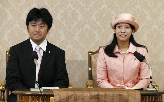 Công chúa Noriko cũng từng chấp nhận từ bỏ địa vị Hoàng gia để kết hôn với người chồng hơn cô 15 tuổi.
