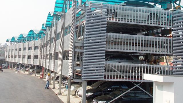 Một bãi đỗ xe thông minh trên phố Trần Nhật Duật. Trong tương lai, Hà Nội cần nhiều bãi đỗ xe kiểu này.