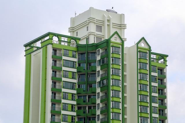 Chủ mới đã giữ nguyên tòa tháp cao 33 tầng với 648 căn hộ và hiện tại đã hoàn thành việc sơn lại màu sắc phía bên ngoài.