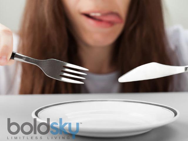 Kiểm soát cơn đói: Một số người thật sự không biết khi họ thực sự đói và có thể tiếp tục ăn rồi. Ăn chay có thể điều chỉnh vấn đề này bằng cách kiểm soát hormone ghrelin (Ghrelin là lý do khiến bạn luôn cảm thấy đói vào những giờ nhất định trong ngày – đó là khi đồng hồ sinh học điểm đến thời gian sản sinh ra hormone theo nhịp sinh học của mỗi người. Lượng Ghrelin tiếp tục tăng cao cho đến khi bạn cung cấp đủ chất dinh dưỡng để thỏa mãn cơn đói).